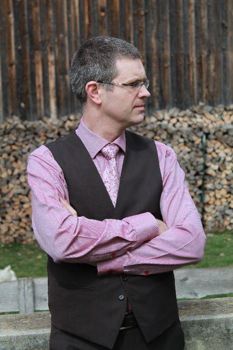 Der Inhaber der Kanzlei für Kirchenrecht ist Dr. Stefan Korta